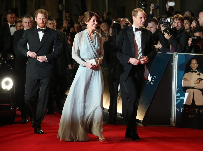 Los duques de Cambridge y el príncipe Harry a su llegada al Royal Albert Hall, en Londres. Foto: