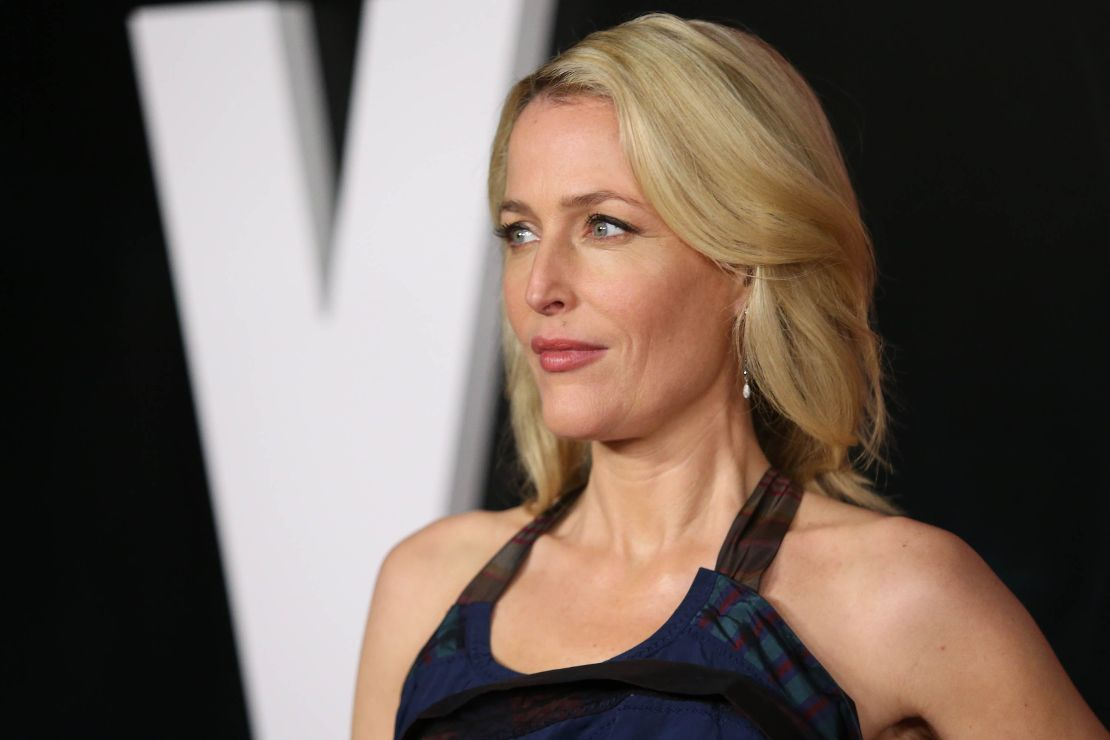 gillian anderson, the crown, netflix