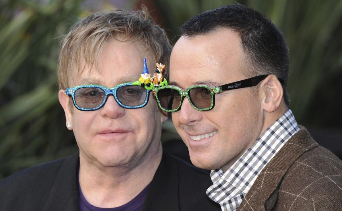 Elton John y David Furnish acaban de celebrar una década de estar juntos.  (Fotos: Archivo)