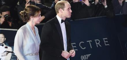 Los duques de Cambridge y el príncipe Harry a su llegada al Royal Albert Hall, en Londres. Foto: EFE