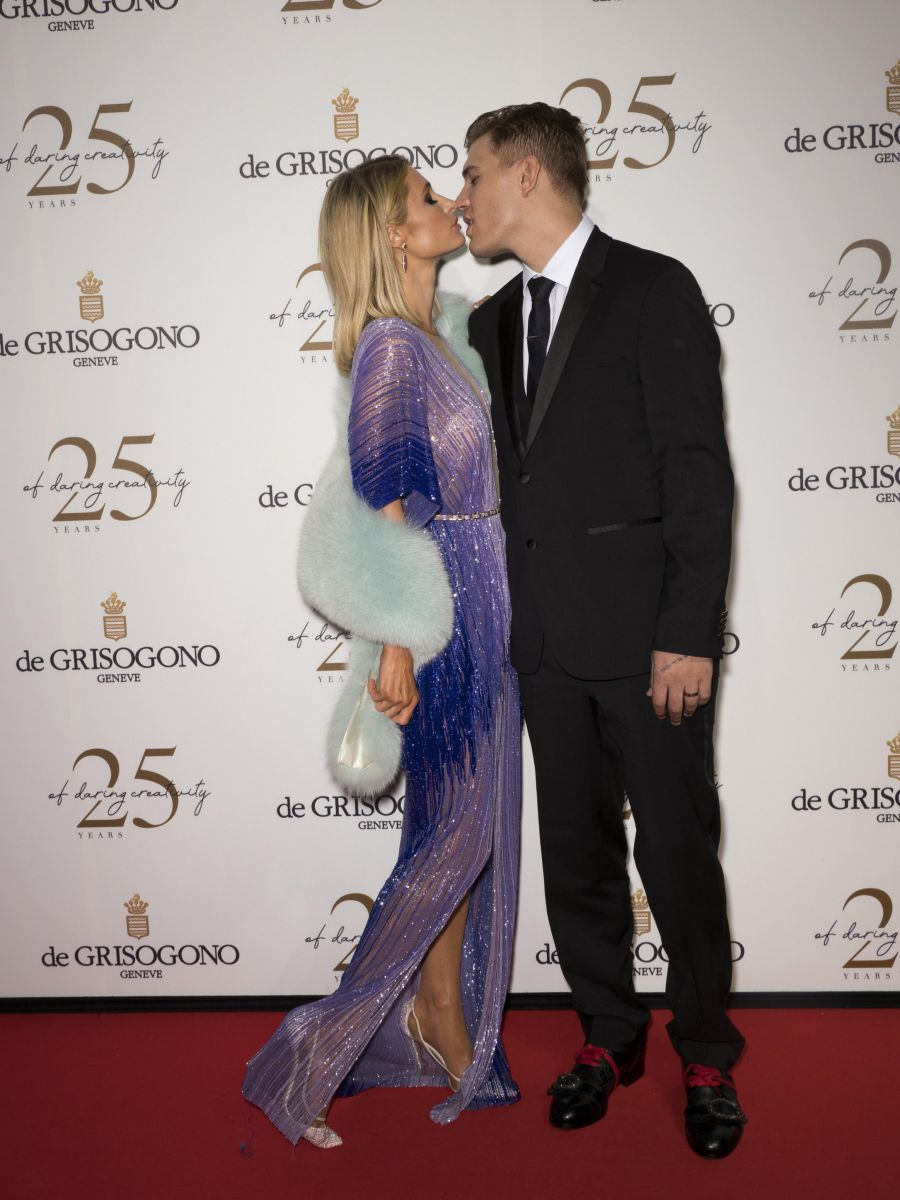 Paris Hilton comnpromiso Chris Zylka