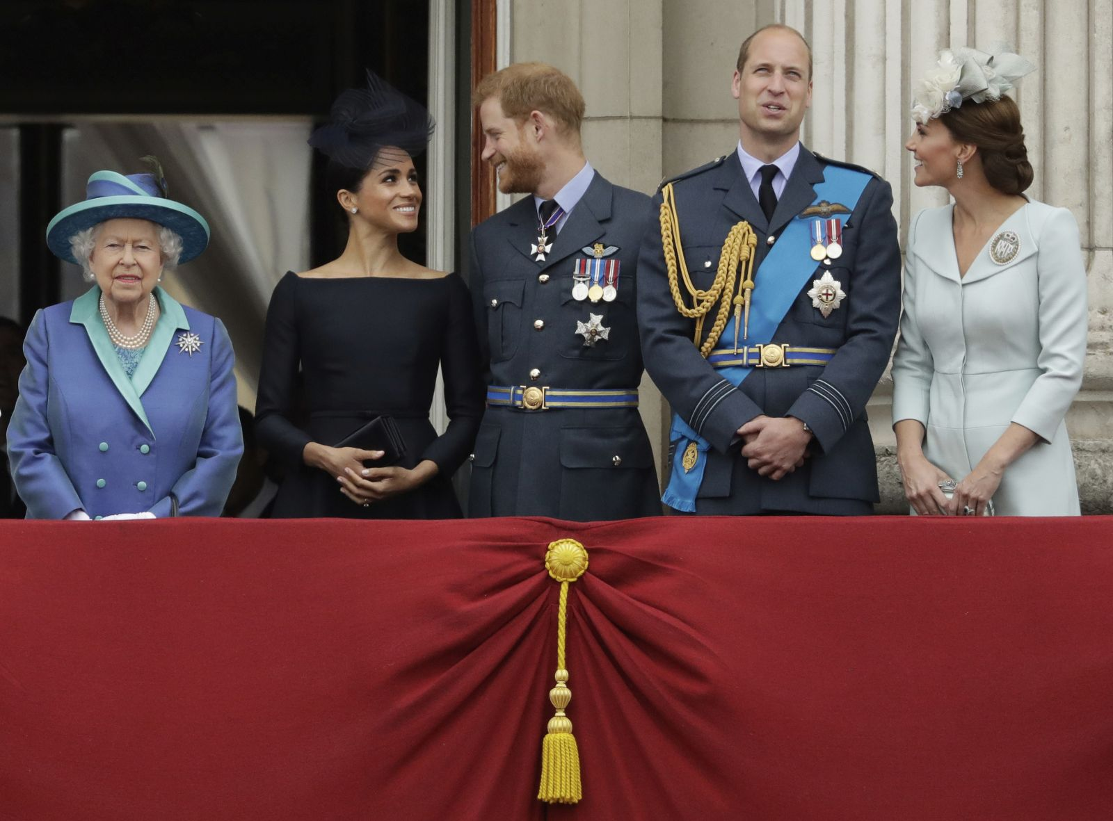 la reins isabel meghan harry kate y william