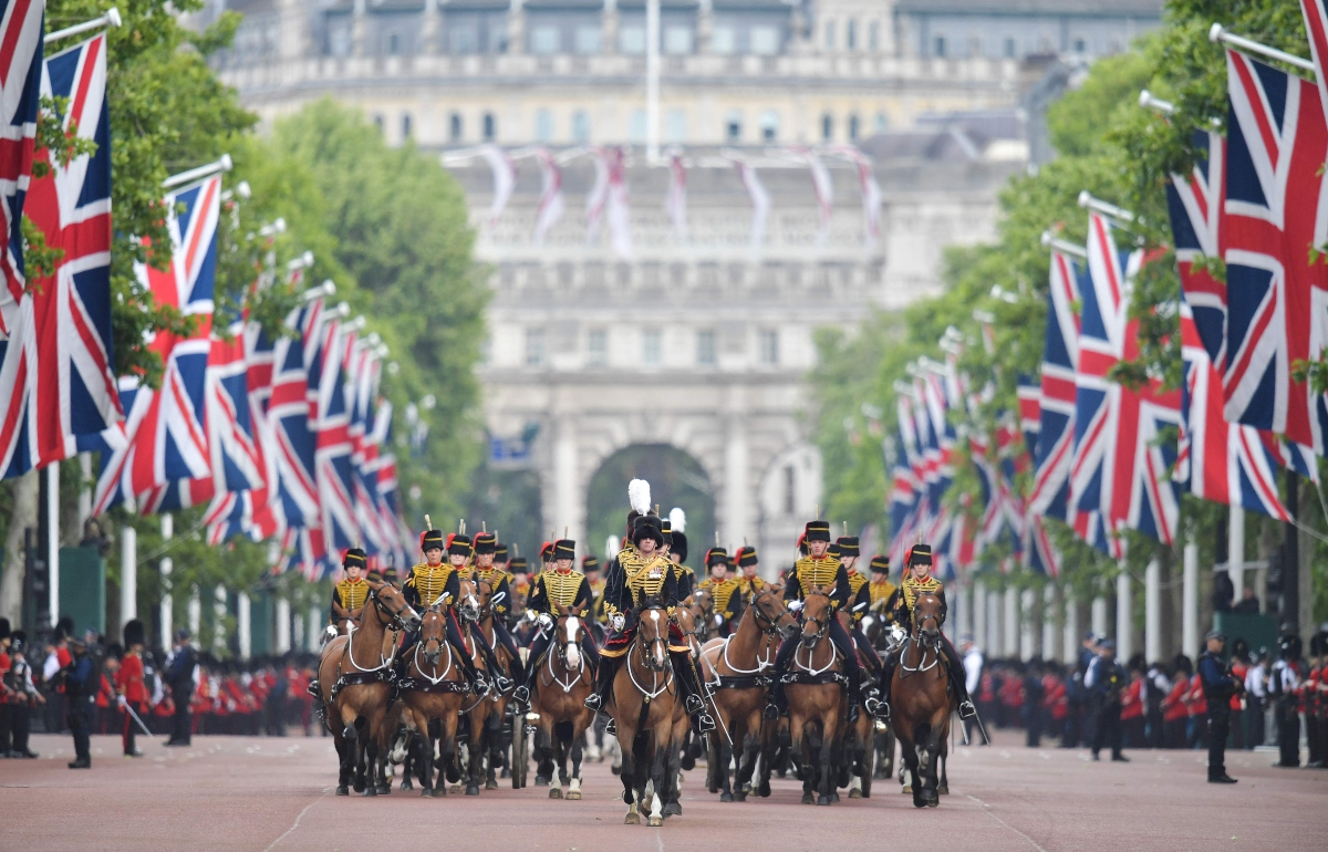 trooping the colour reina isabel